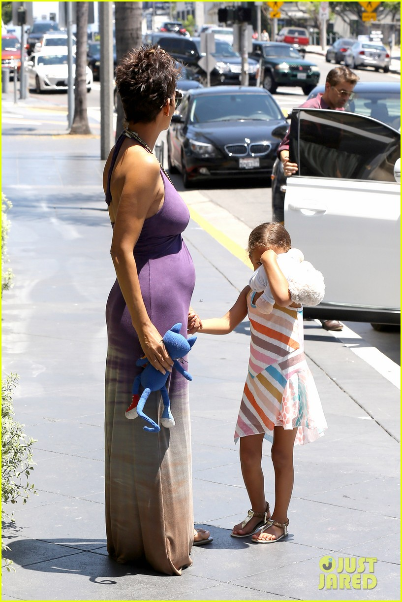 halle berry i love mothers day 03