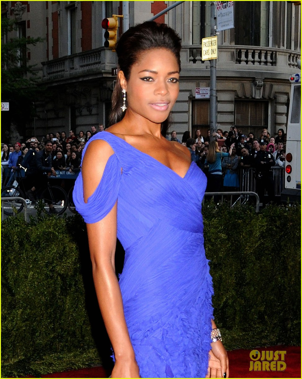 naomie harris met ball 2013 red carpet 052865079