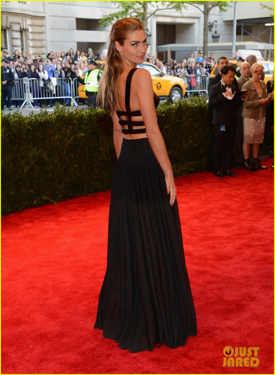 jessica hart met ball 2013 red carpet 022865634