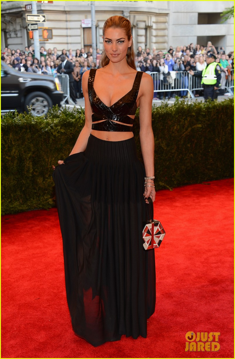 jessica hart met ball 2013 red carpet 03
