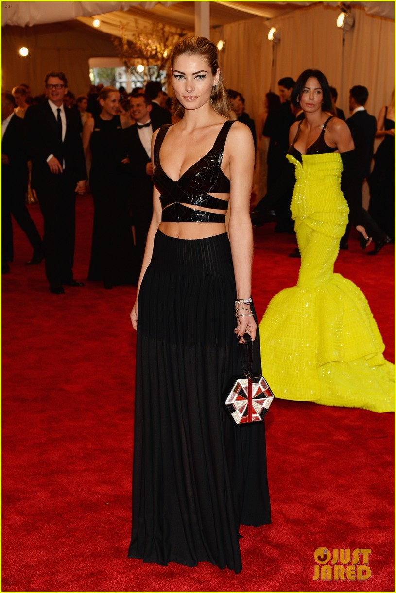 jessica hart met ball 2013 red carpet 052865637