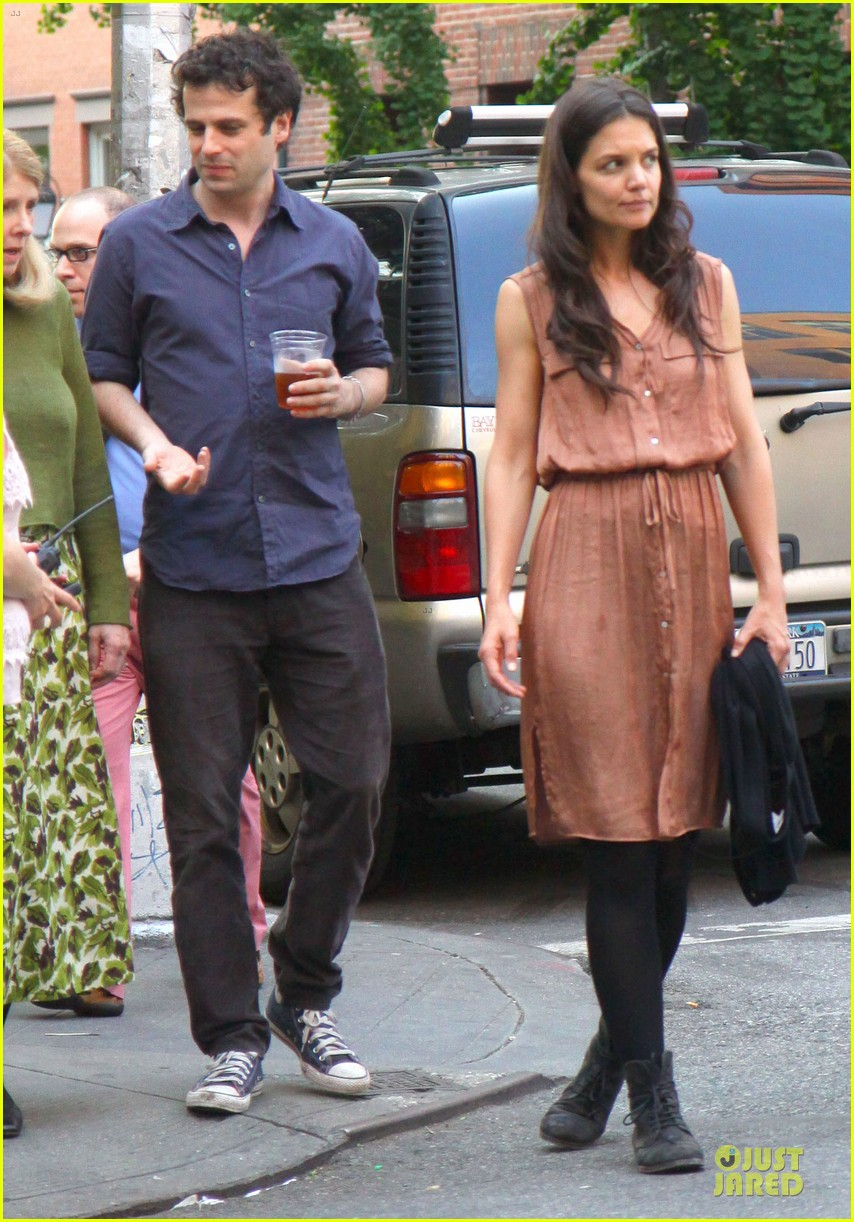 katie holmes luke kirby dinner after mania days filming 01