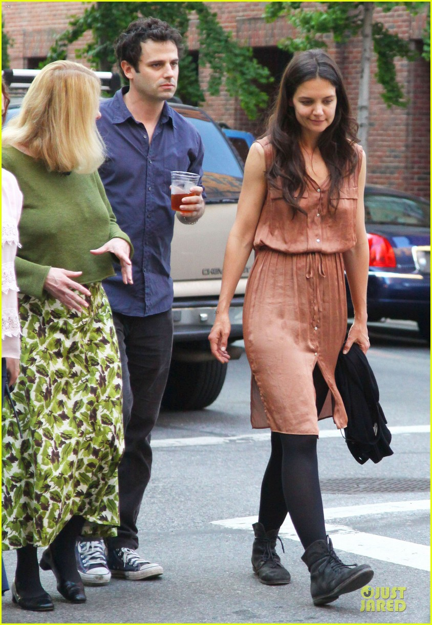 katie holmes luke kirby dinner after mania days filming 09