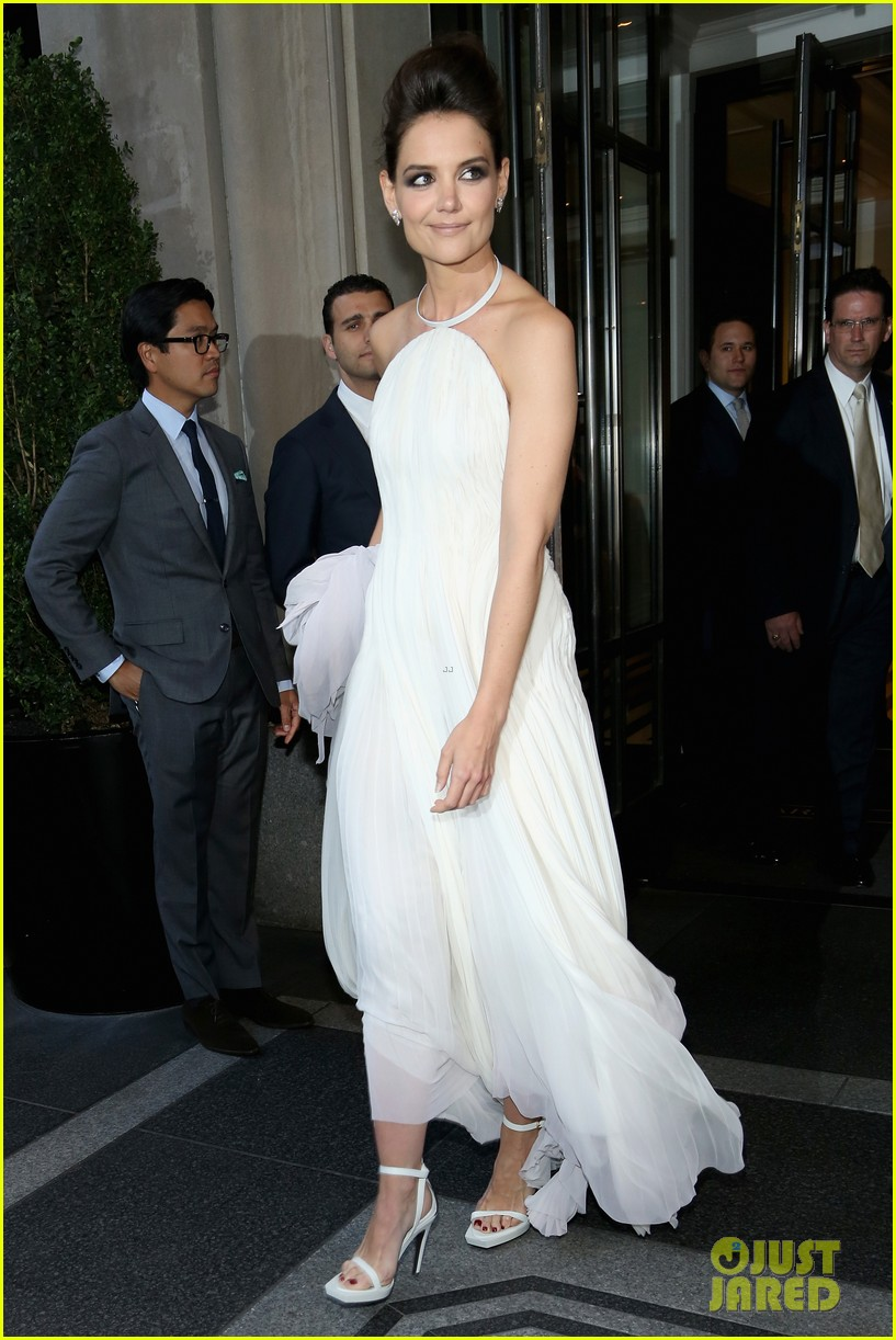 katie holmes met ball 2013 red carpet 052865125