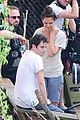 katie holmes luke kirby t shirt costars on mania days set 02