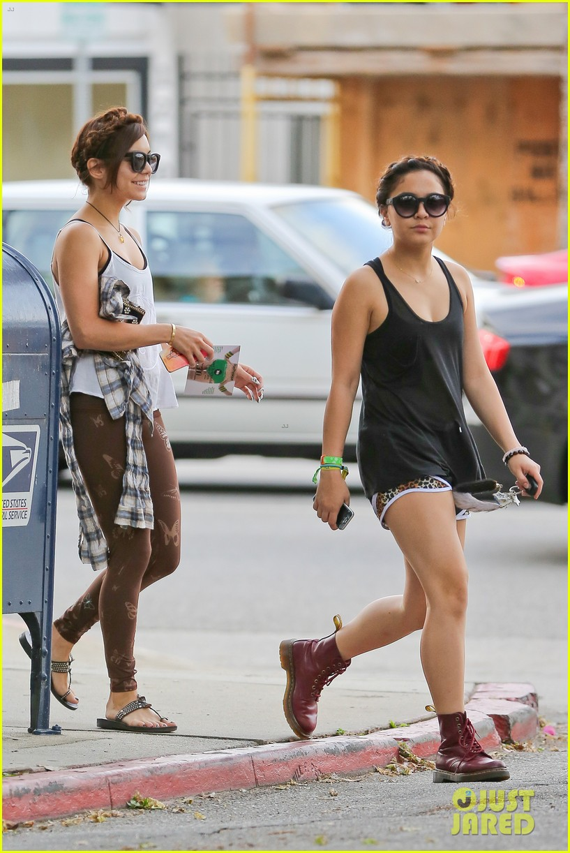 vanessa hudgens butterfly leggings at the gym 082867538