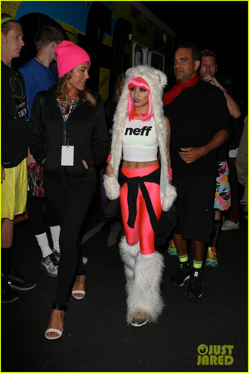 vanessa hudgens bright pink wig for electric run 2013 29