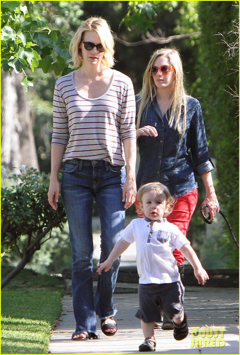 january jones xander walks in front of mommy 12