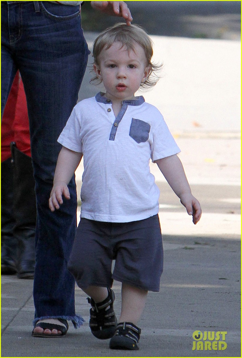 january jones xander walks in front of mommy 21