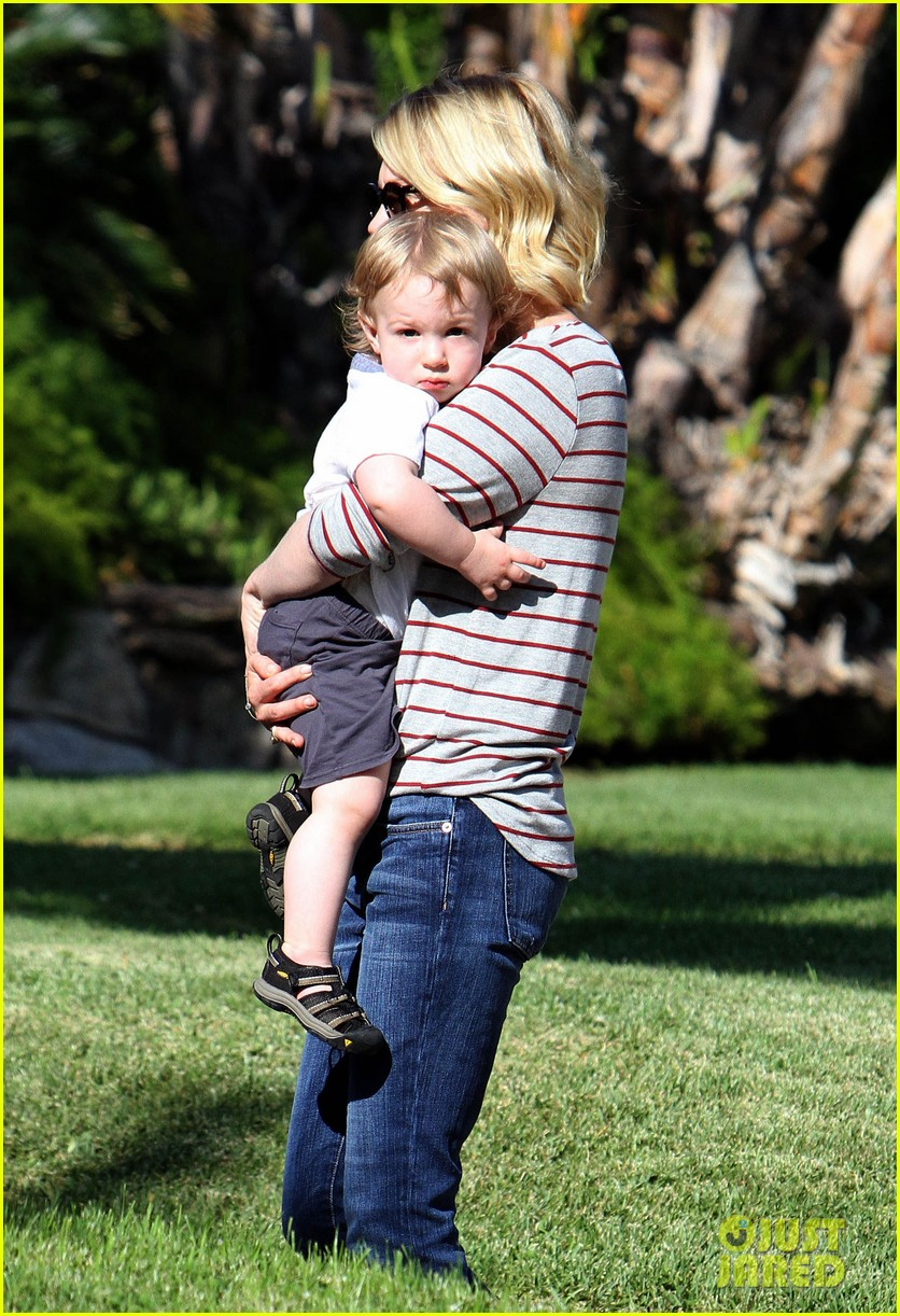 january jones xander walks in front of mommy 30