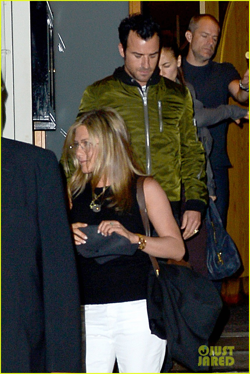 jennifer aniston sports glasses for nobu date night with justin theroux 01
