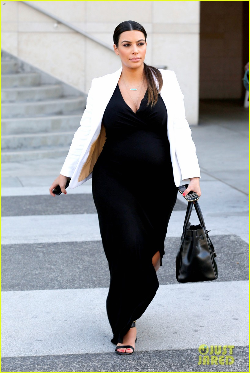 pregnant kim kardashian black white is chic for spring 122877660