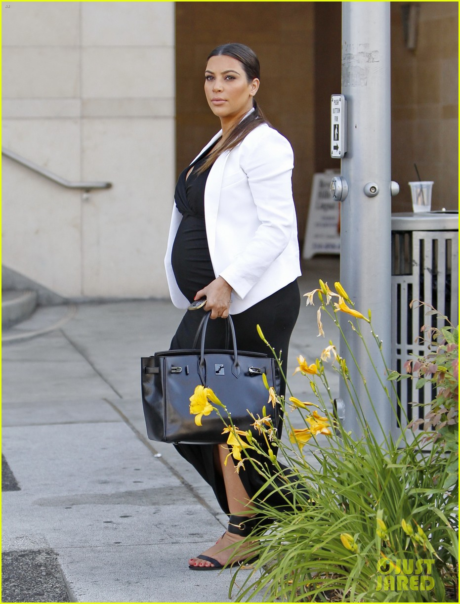 pregnant kim kardashian black white is chic for spring 24