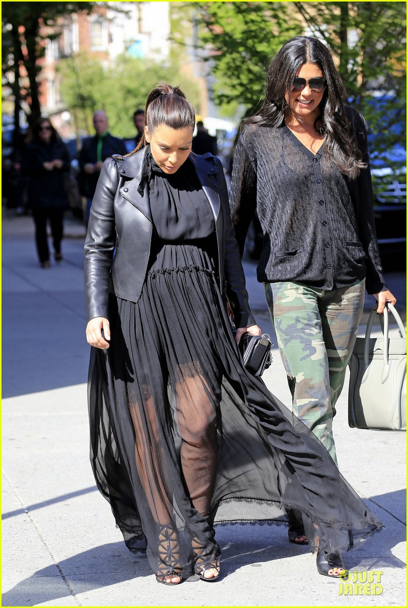 kim kardashian pregnant dinner date with kanye west 052864566