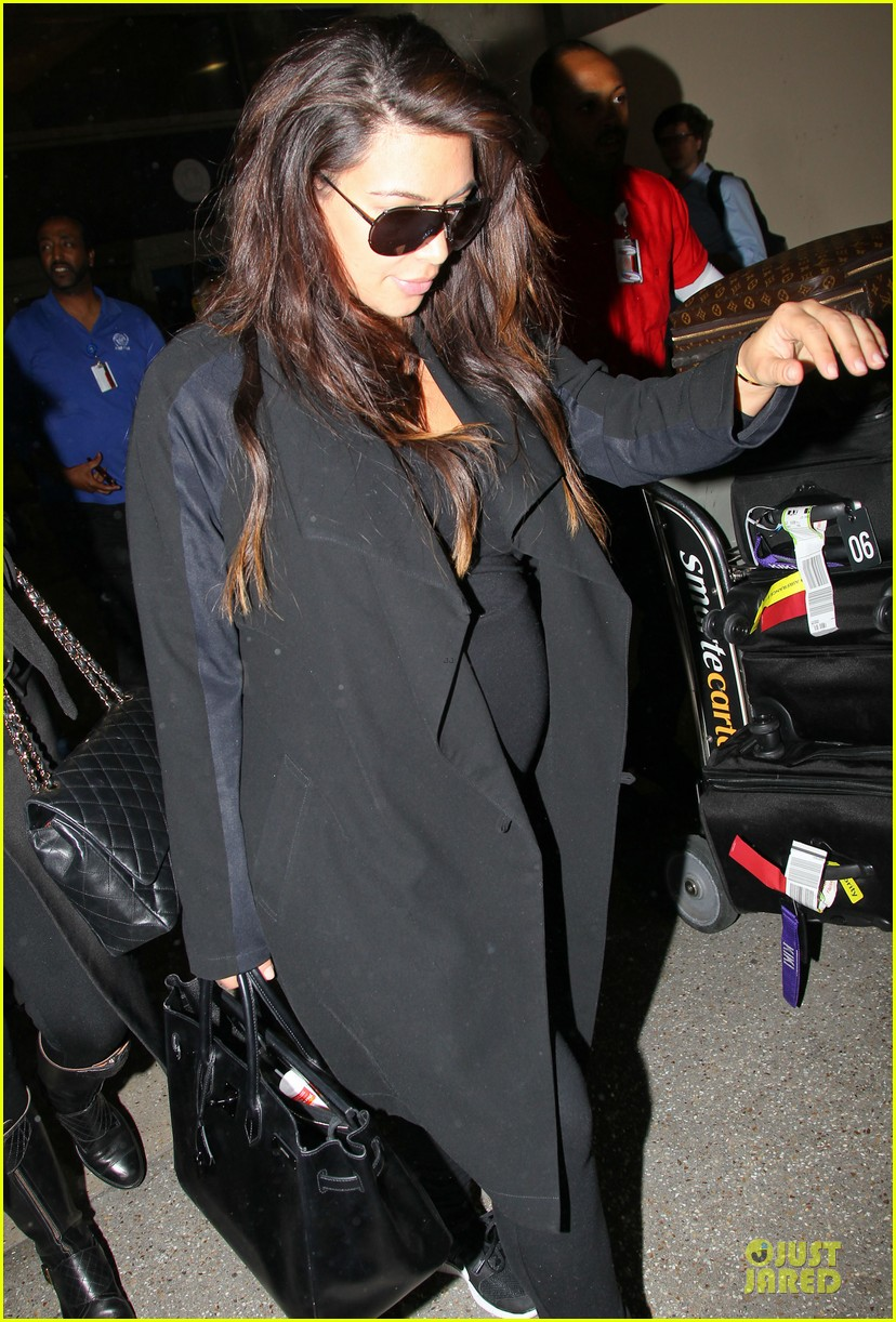 kim kardashian pregnancy weight is defended by sister khloe 19