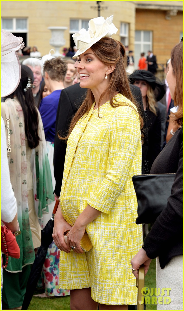 kate middleton shows off baby bump at garden party 02