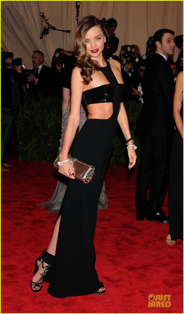 miranda kerr met ball 2013 red carpet 032865326