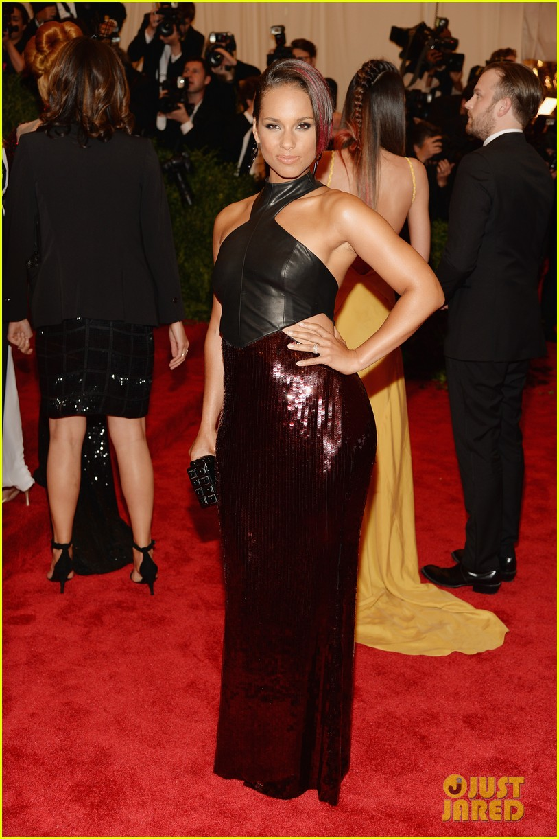alicia keys met ball 2013 red carpet 062865232