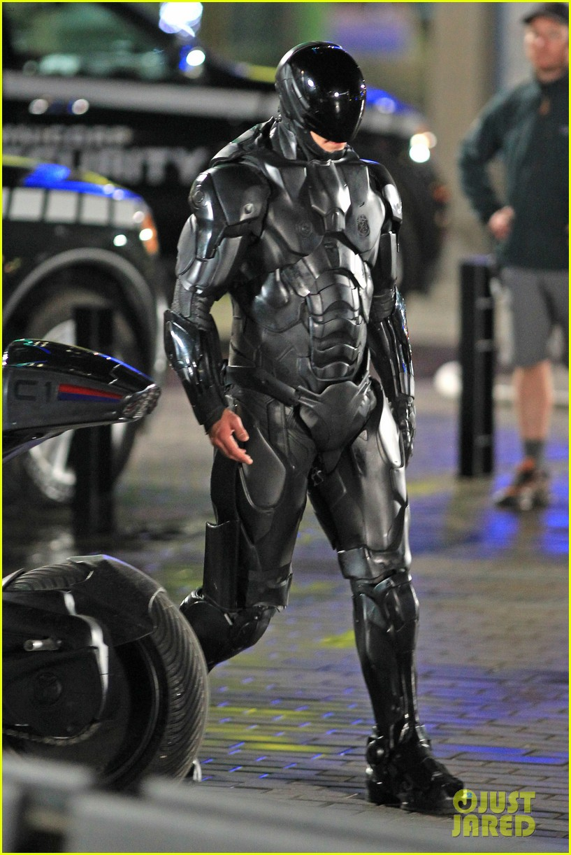 joel kinnaman suits up for robocop reshoots 162868920