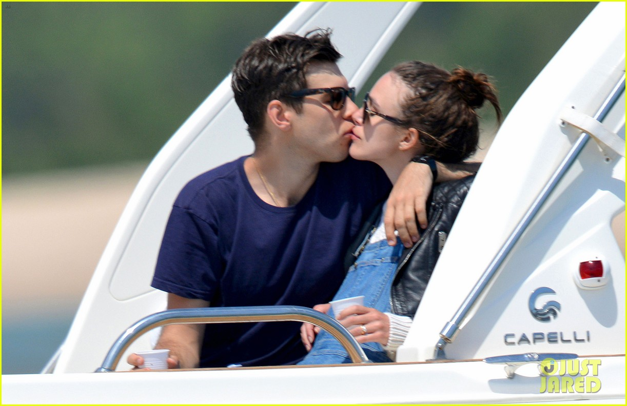 keira knightley james righton honeymoon kissing photos 03