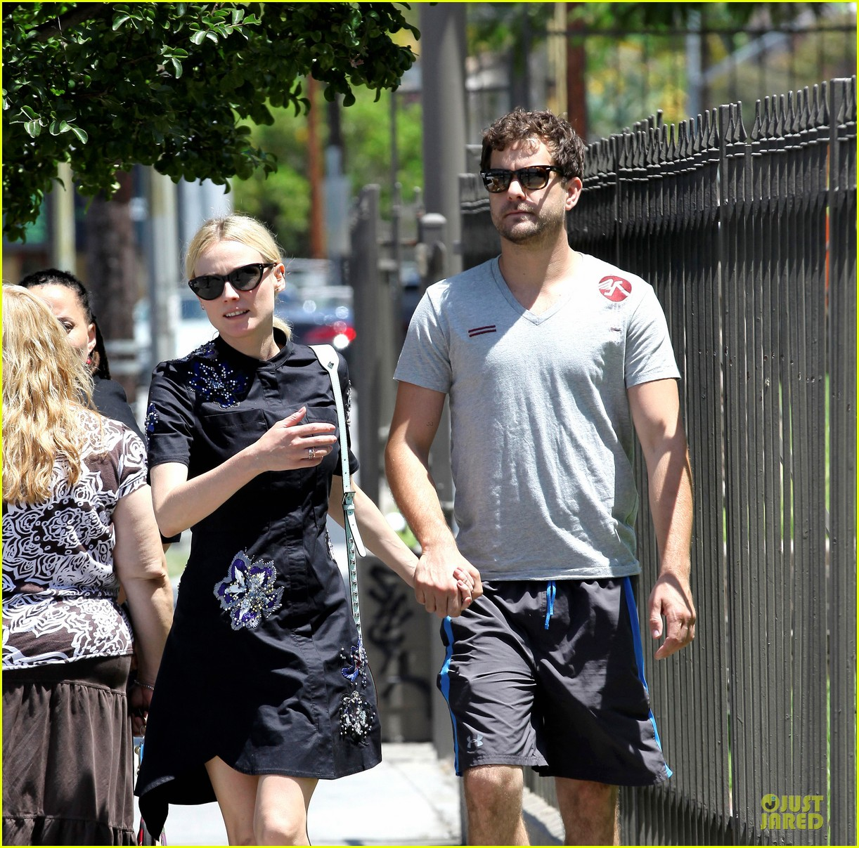 diane kruger hold hands after lunch 02