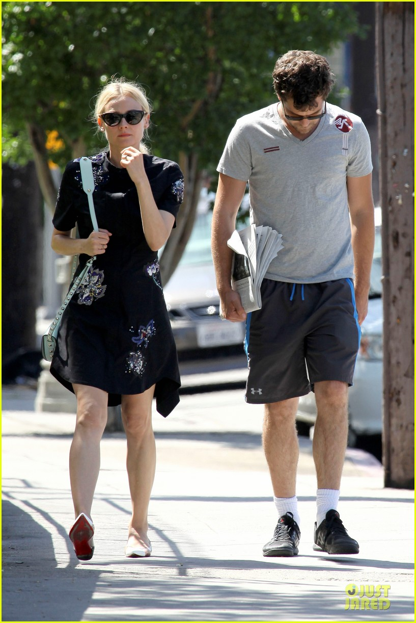 diane kruger hold hands after lunch 16