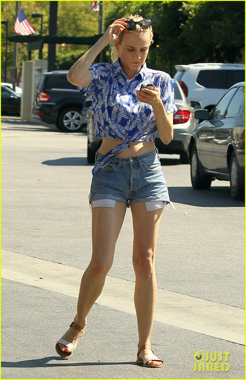 diane kruger shows off toned tummy at whole foods 07