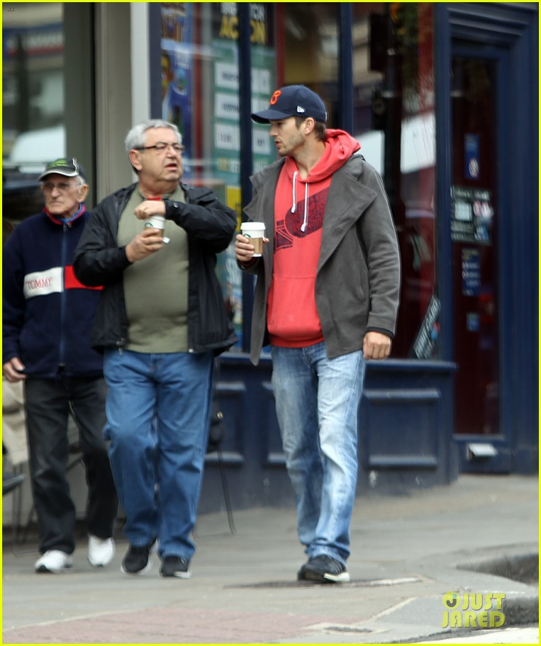 mila kunis ashton kutcher london coffee with the parents 202872777