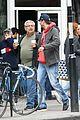mila kunis ashton kutcher london coffee with the parents 21
