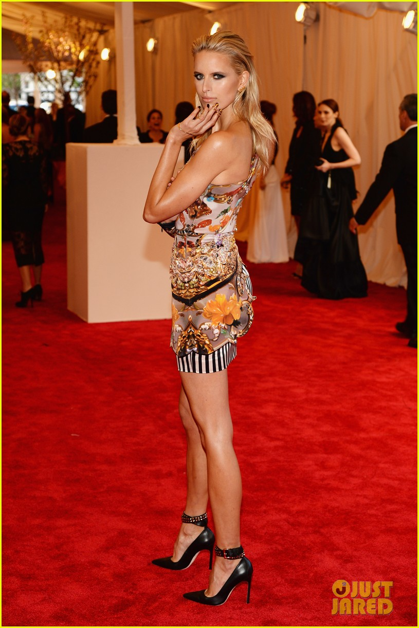 karolina kurkova hillary rhoda met ball 2013 red carpet 01