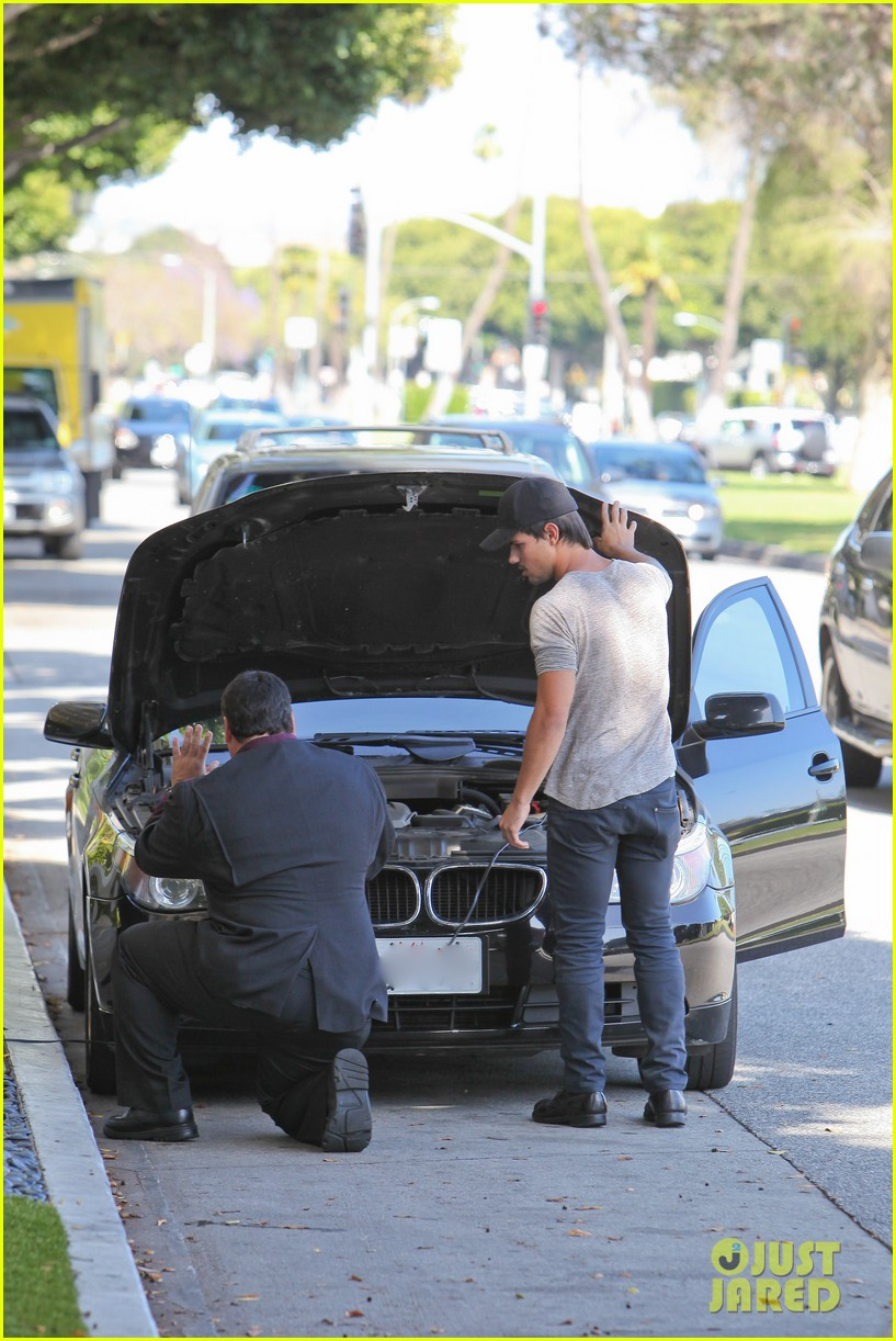taylor lautner needs jump start after hotel meeting 06