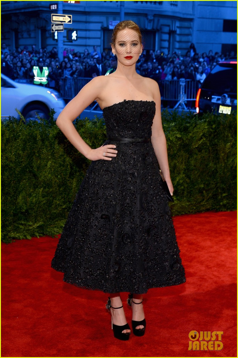 jennifer lawrence met ball 2013 red carpet 01