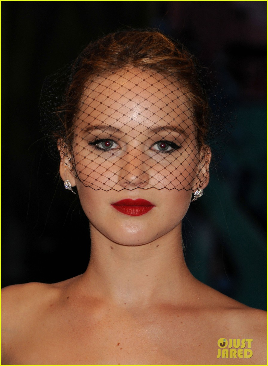 jennifer lawrence met ball 2013 red carpet 02