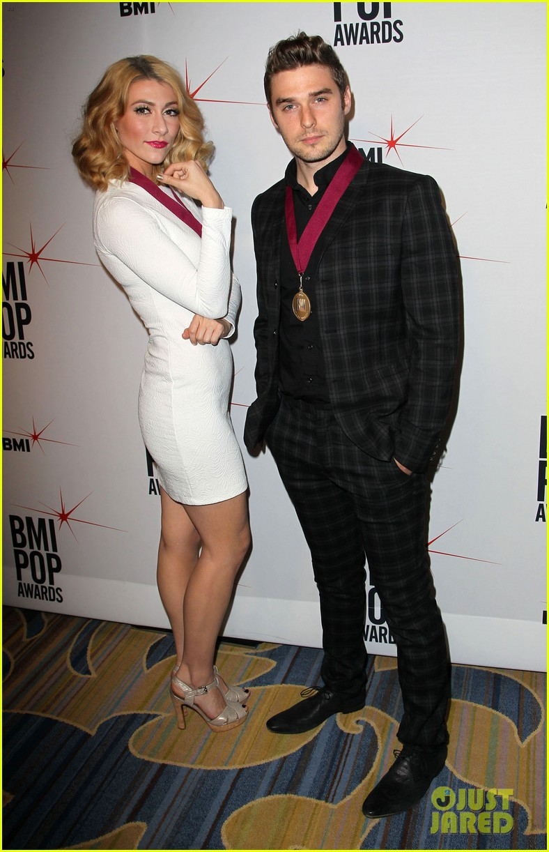 adam levine karmin 2013 bmi pop awards 02