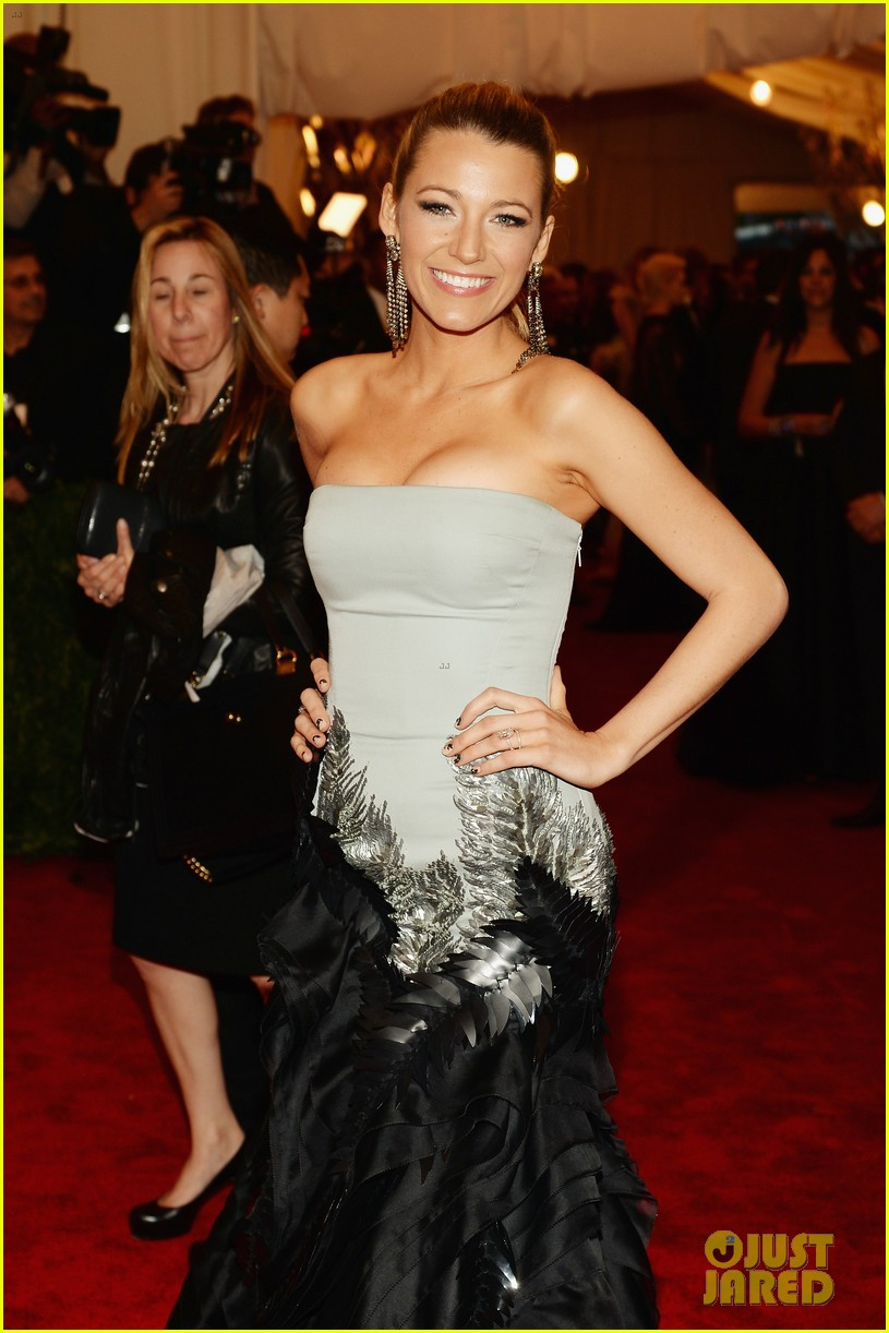 blake lively met ball 2013 red carpet 03
