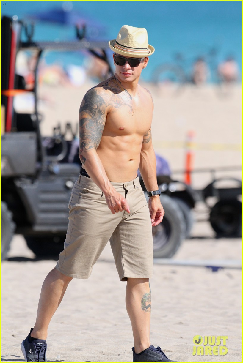jennifer lopez music video set with shirtless casper smart 05