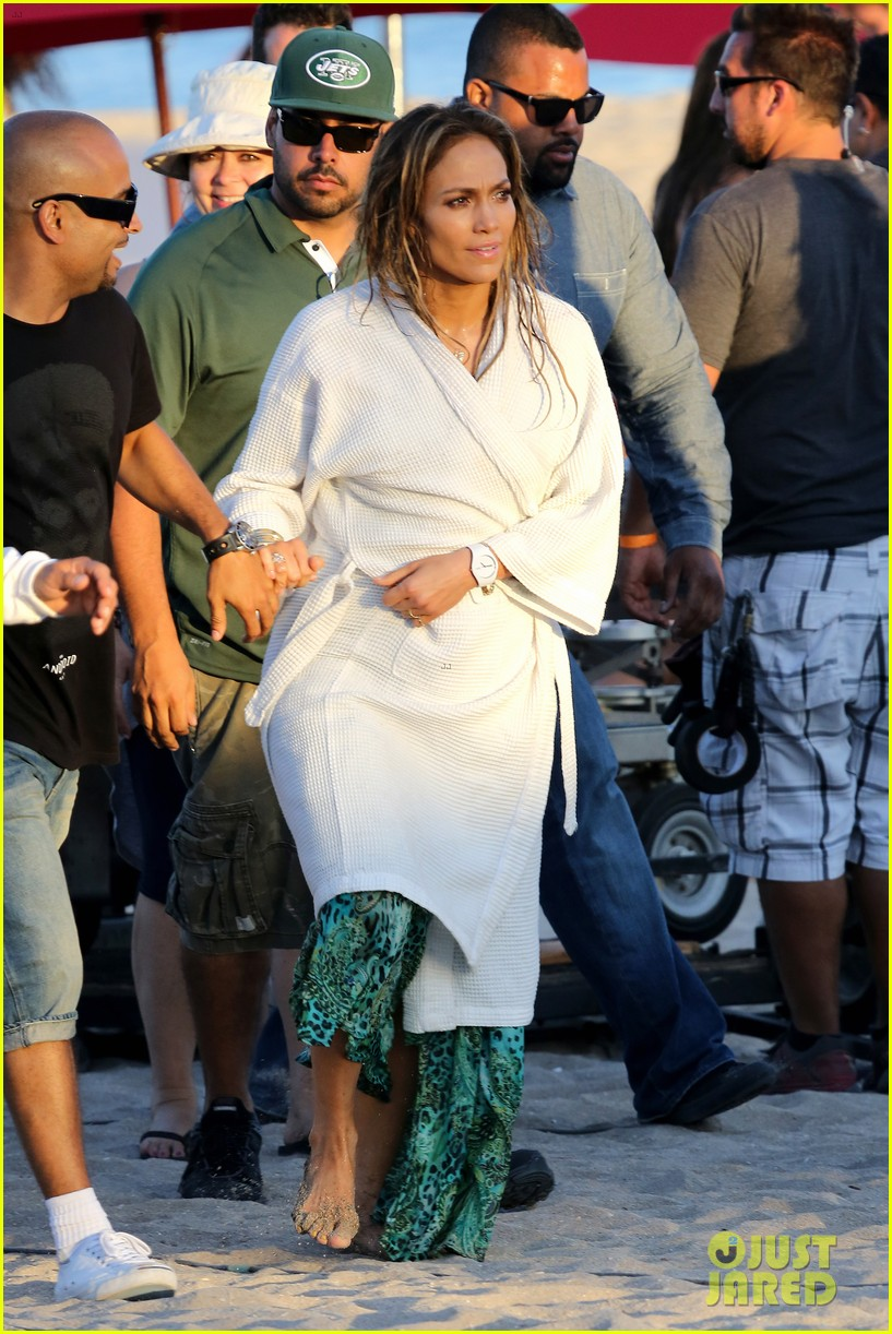 jennifer lopez music video set with shirtless casper smart 17