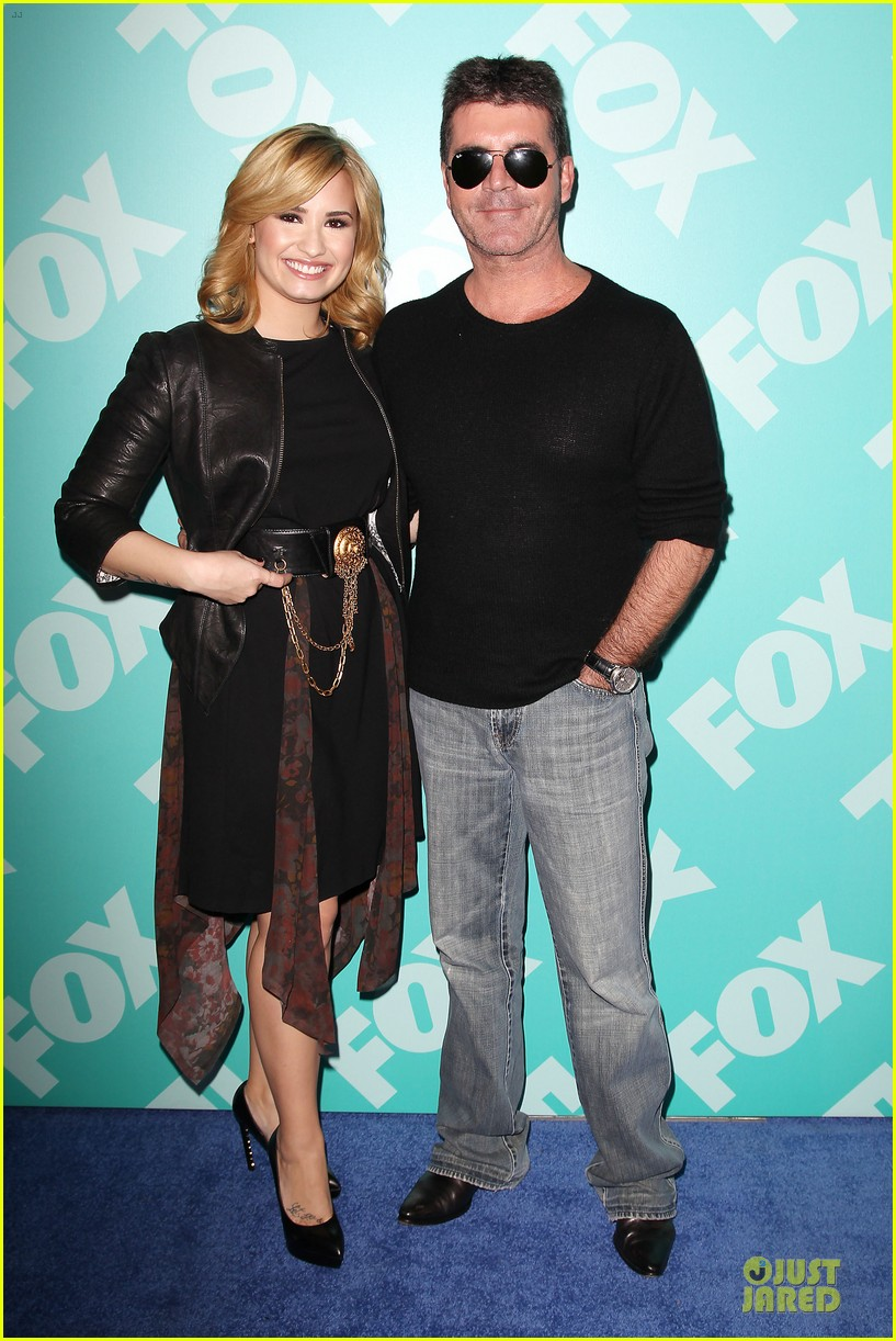 demi lovato fox upfront presentation with simon cowell 01