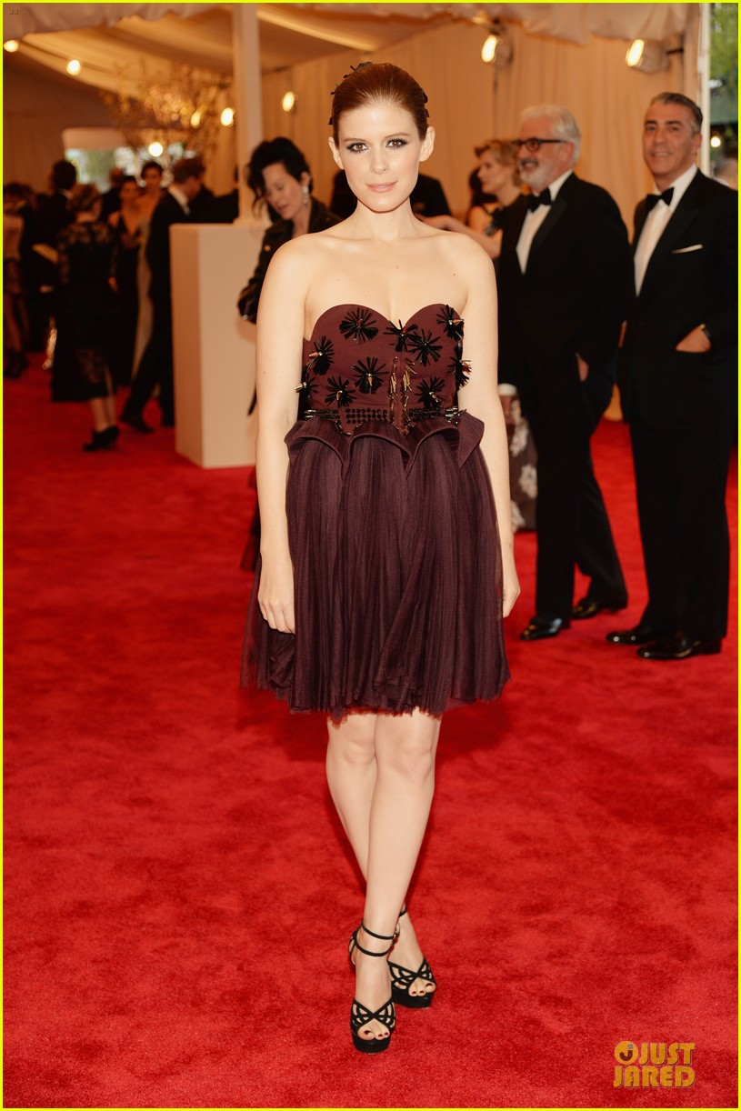 kate mara met ball 2013 red carpet 012865608