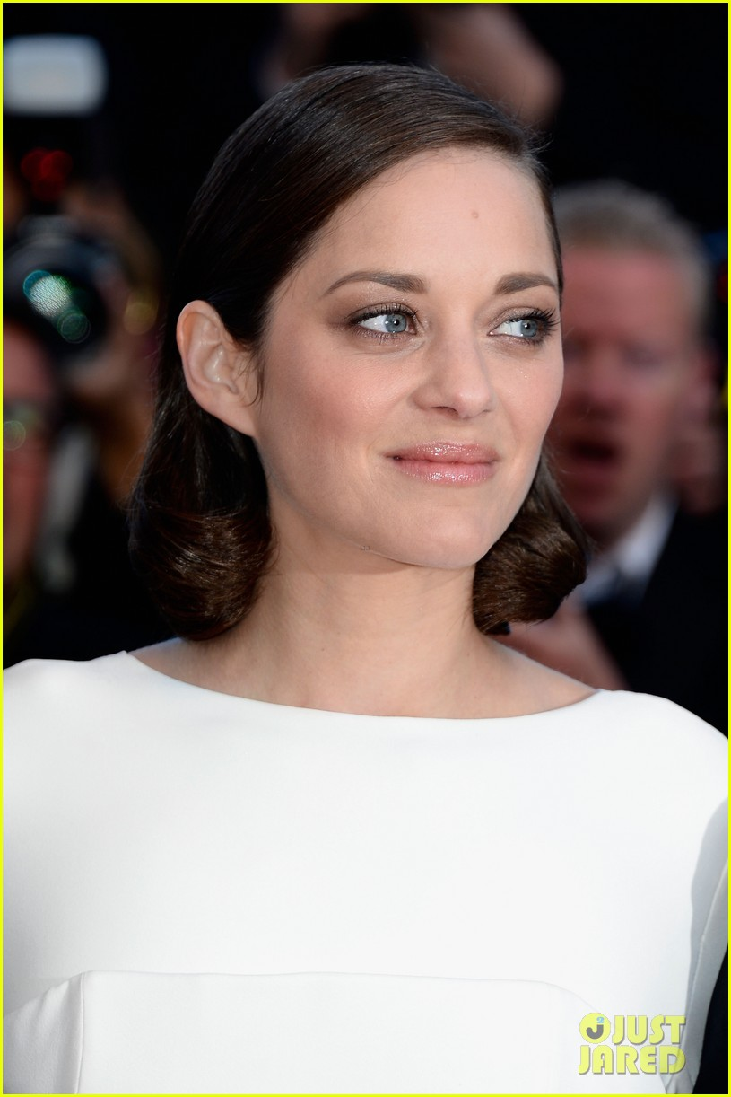 marion cotillard jeremy renner the immigrant cannes premiere 02