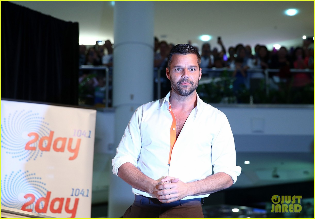 ricky martin meets fans at greatest hits event in australia 14