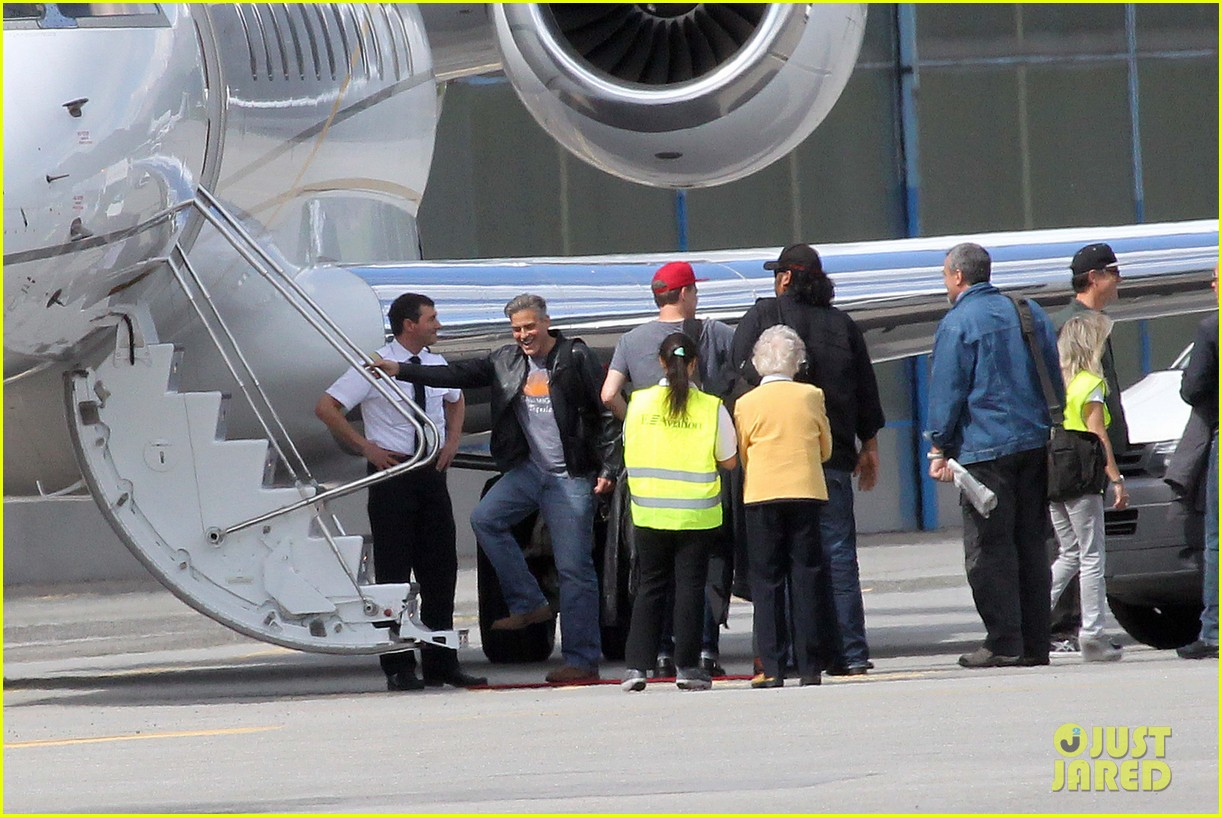 matt damon george clooney swiss flight buddies 01