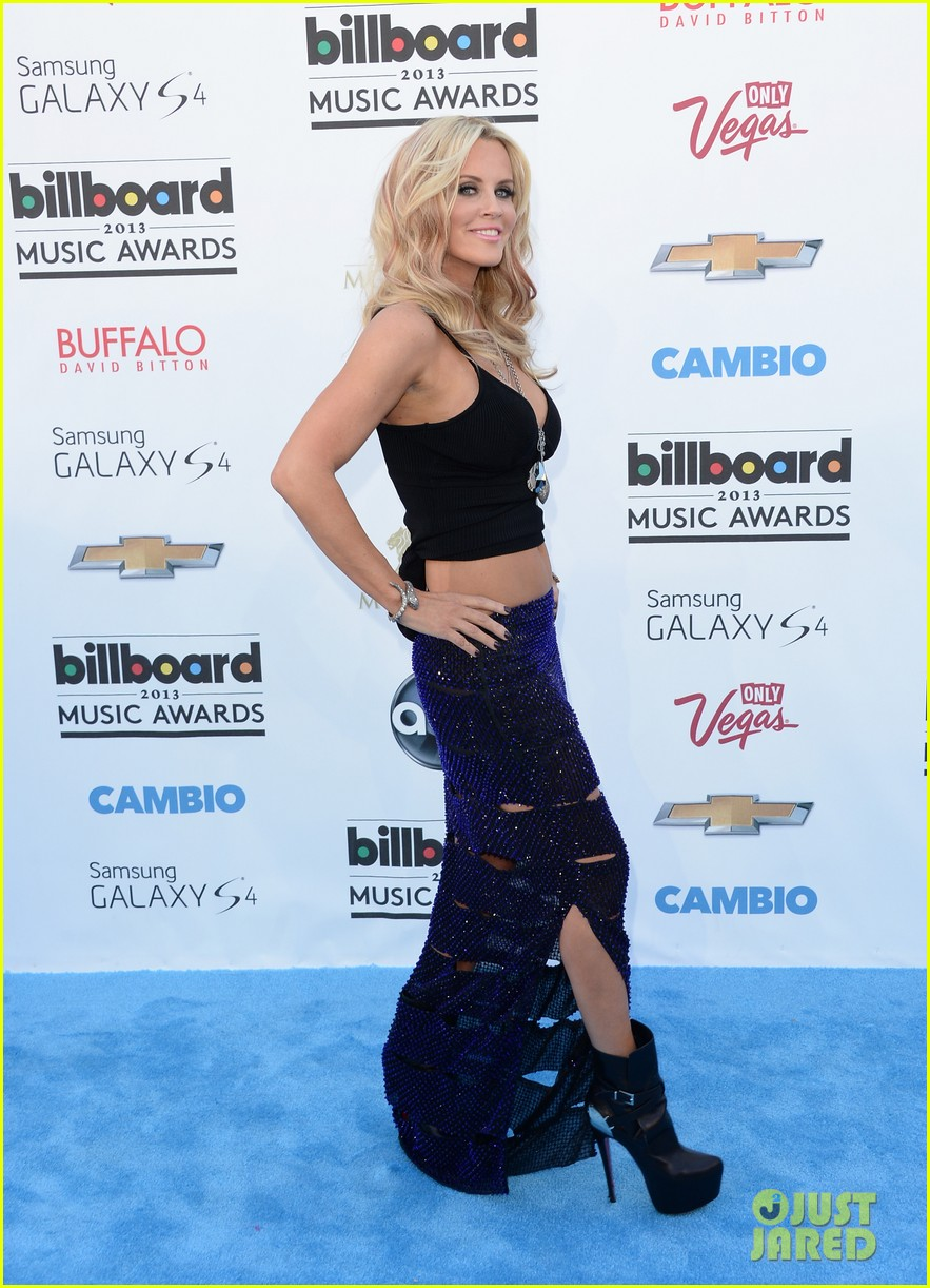 jenny mccarthy alyssa milano billboard music awards 2013 red carpet 01
