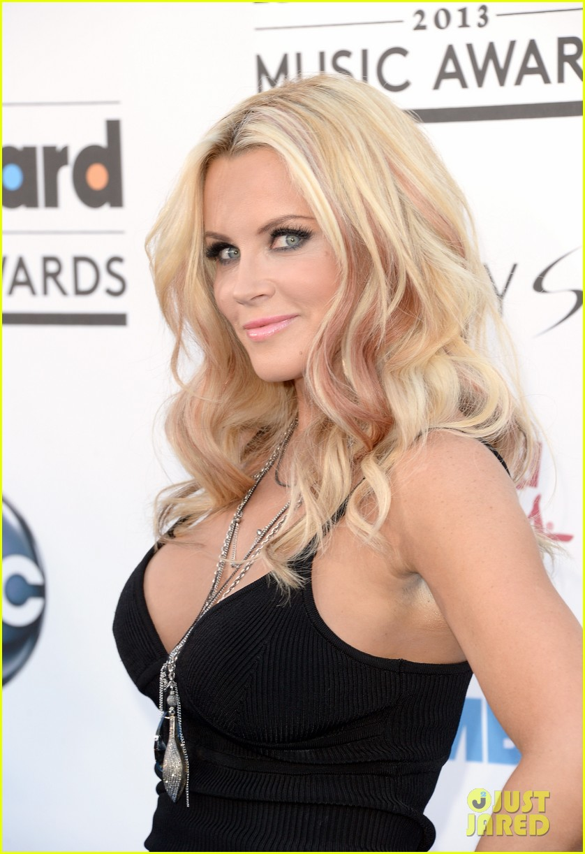 jenny mccarthy alyssa milano billboard music awards 2013 red carpet 04
