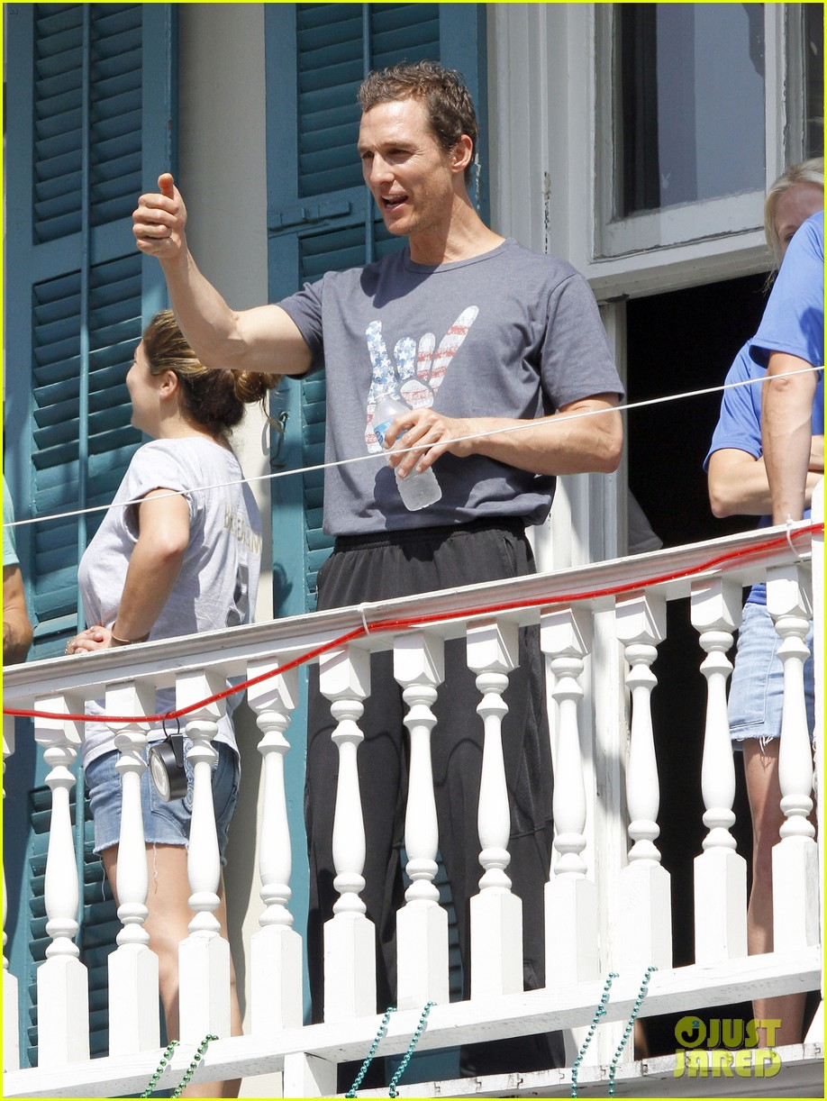 matthew mcconaughey amazing race event with drew brees 26