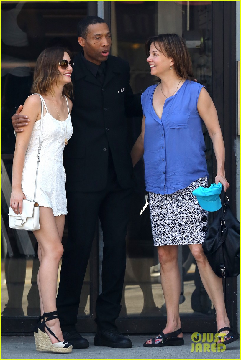 leighton meester mothers day with gossip girl mom 052869714