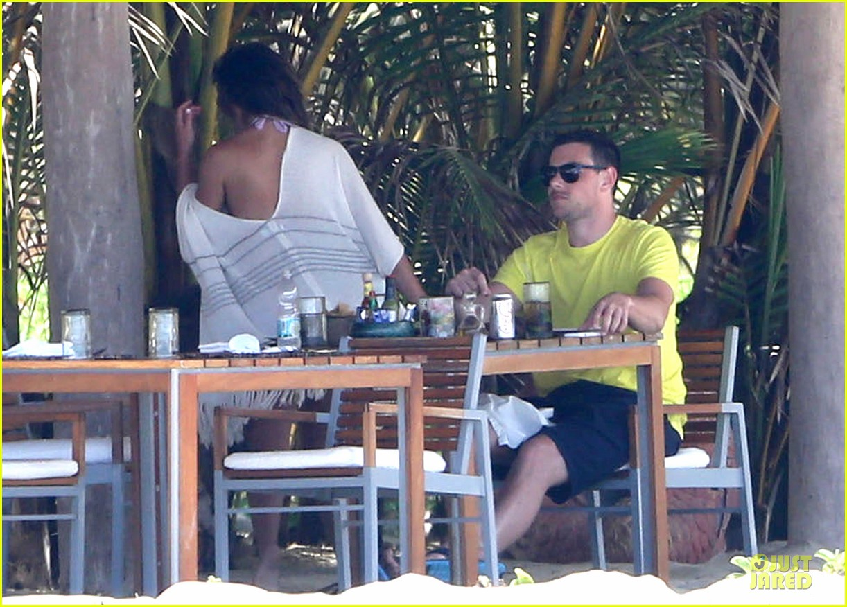 lea michele cory monteith beach lunch in mexico 09