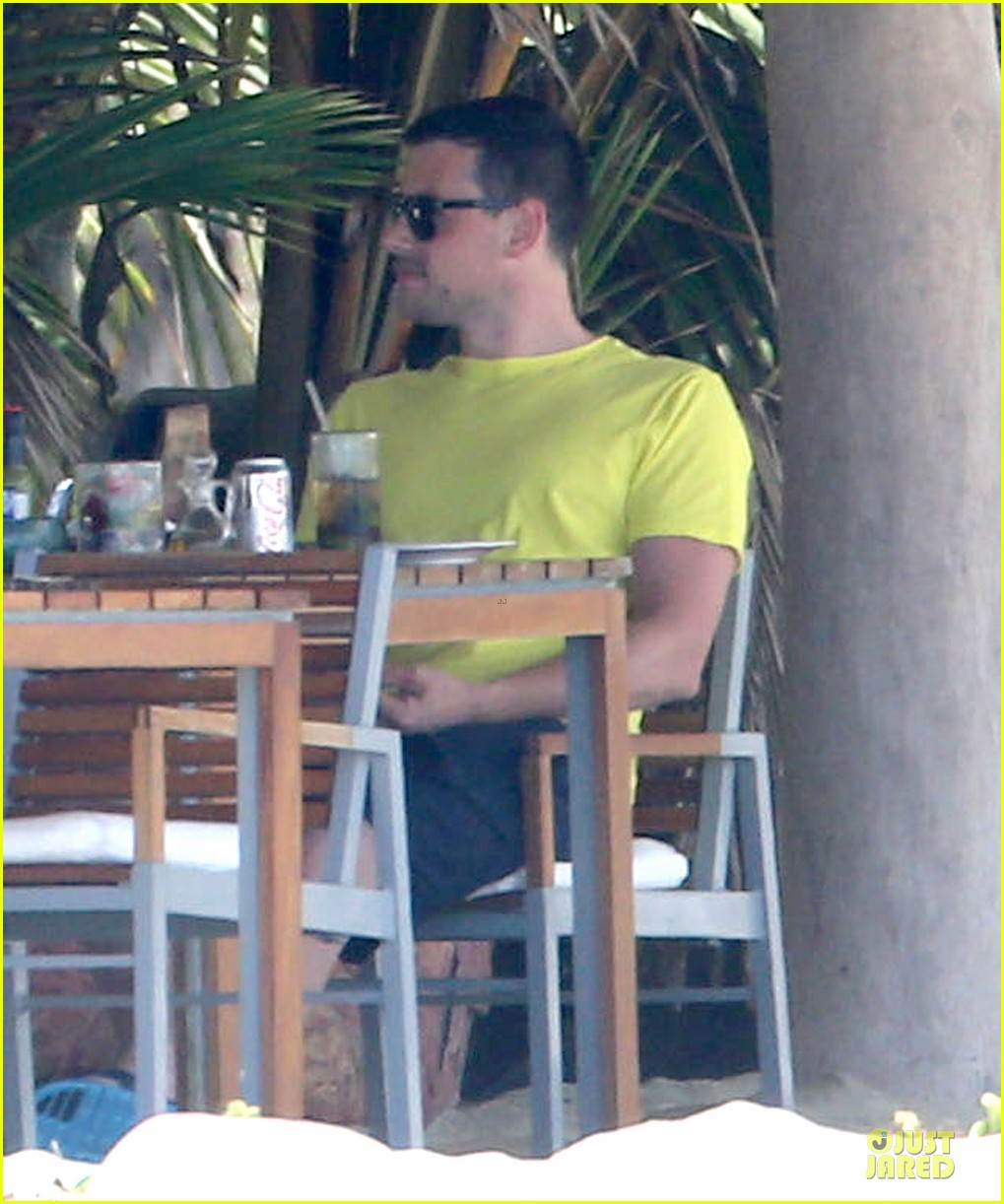 lea michele cory monteith beach lunch in mexico 14