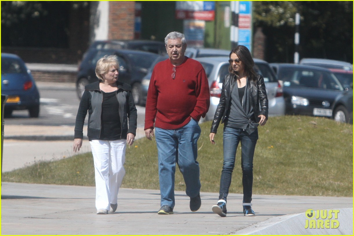 mila kunis takes a london stroll with her parents 212878627