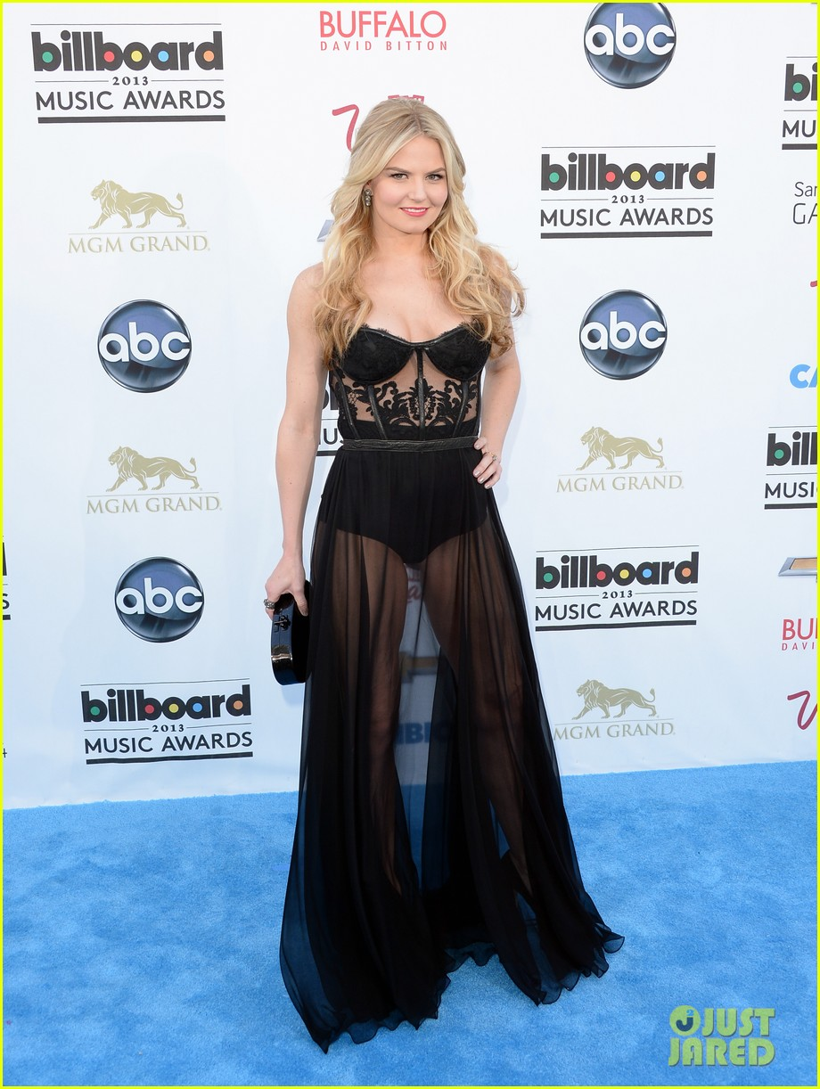 jennifer morrison billboard music awards 2013 red carpet 01